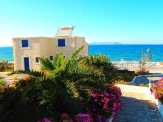 08-apartments-for-rent-on-crete-greece-2012