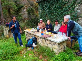 271212-walking-and-lunch-in-crete