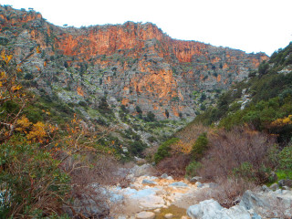 281212-hiking-on-crete