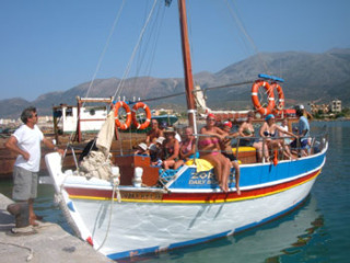 boat%20tours%20in%20crete%2015082005[1]