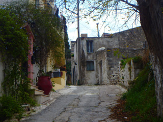 03-stamnoi-crete-greece-walking