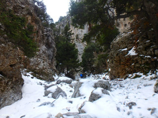 kloven-bewandelen-op-kreta-in-de-winter