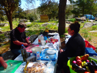 cooking-in-the-mountains-in-Crete-greece