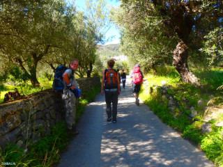 Hiking-in-spring-in-Crete-greece