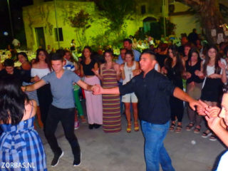 04-village-party-in-crete-3545
