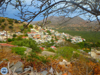 bad-weather-hiking-on-crete