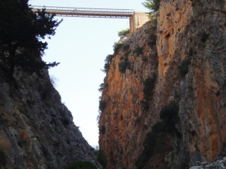 09102013-bungy-jumo-on-crete