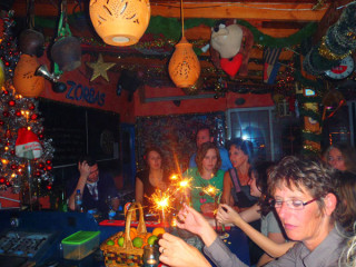 25122010-party781234
