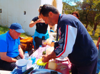 01 cooking in greece active 6544