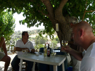 17062010-wine-from-greece-1