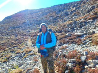 02-Ida-hiking-on-Crete