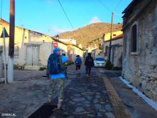 02-walking-limnes-crete
