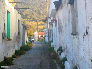 03-walking-old-village-paths-on-crete-greece