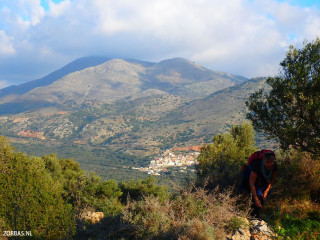 04-Hiking-Village-in-crete