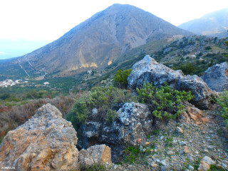 05-Groups-and-hiking-greece