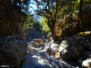 Adventurous-hiking-on-Crete