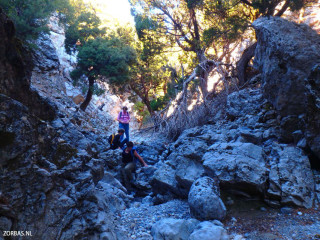 Adventurous-hiking-on-Crete-greece