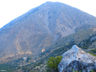 Groups-and-hiking-greece