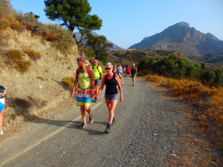 02-canyon-walking-on-crete-0926