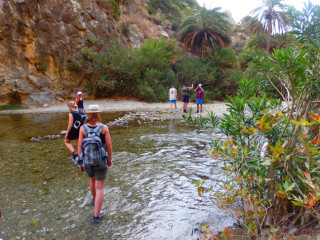 02-canyon-walking-on-crete-1083