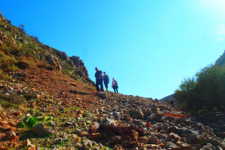 02-hiking-trails-in-greece
