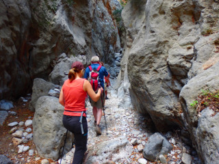 03-hiking-kritsa-gorge-in-crete