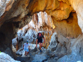 03-walking-on-crete-caves-2016