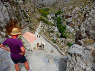 04-canyon-walking-on-crete-1144