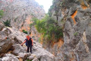 18-hiking-the-E4-path-in-crete