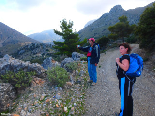 Groups-and-hiking-crete