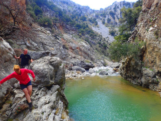 canyon walking in crete 8391