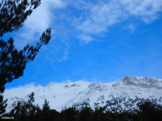 hiking-in-the-snow-in-Crete
